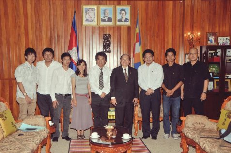 KFF members with H.E Khieu Kanharith, minister of Information of Cambodia, the honor president of KDNK Foundation