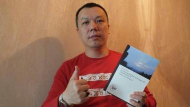 Mr. Quang Duc Ta, lives in Paris, with the book of Koh Ker