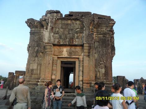 International tourist at Bakheng Temple (Photo: Dyna Khuon, facebook)